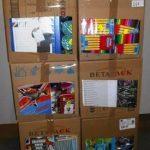 lot de fournitures scolaire feutres, papiers couleurs, trousses etc …