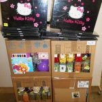 lot-de-loisirs-creatifs-album-photo-hello-kitty-galets-decoratifs-peintures-vases-etc