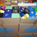 lot de plastique gobelets, boites hermétique, bols, etc……..