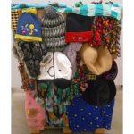 n° 238 lot d'environ 400 bonnets, chapeaux, foulards (80%)